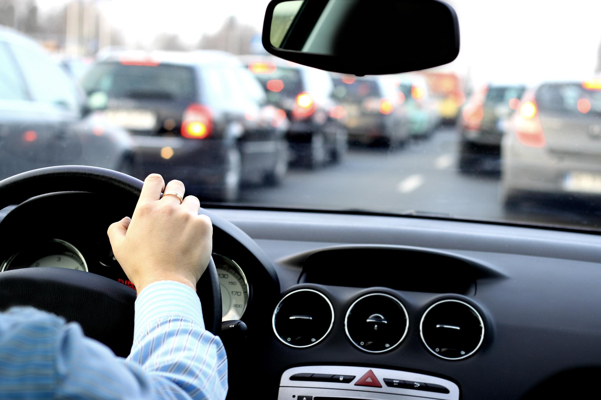 Сократите расходы с помощью этих 6 правил безопасного вождения