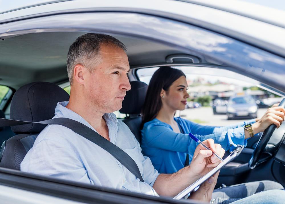 Каким должен быть идеальный инструктор по вождению?